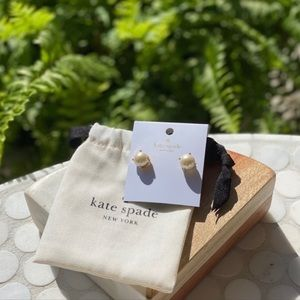 NWT Gumdrops Pearl + Gold Everyday Studs